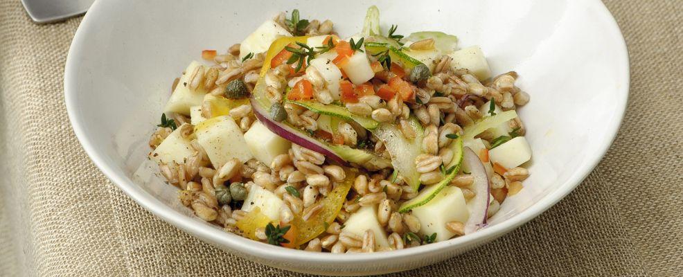 insalata-tiepida-di-farro-con-pecorino-e-verdure-986x400.jpg
