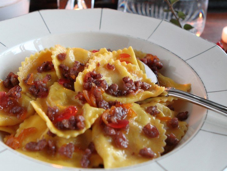 ravioli-alla-crescenza-salsiccia-e-mostarda-725x545.jpg