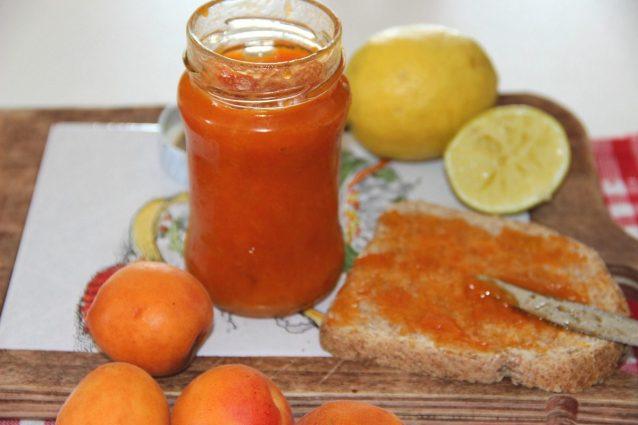 marmellata-di-albicocche-638x425